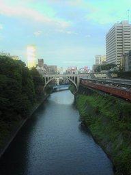 御茶ノ水橋から秋葉原をのぞむの図