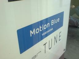 Motion Blue YOKOHAMA の看板の図