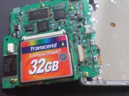 Transcend 32GB をはめてみたの図