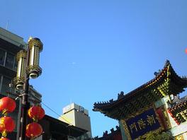 中華街の青空の図